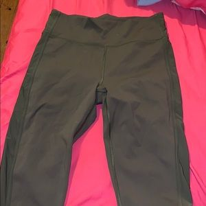 LULULEMON CROPPED LEGGINGS NWOT
